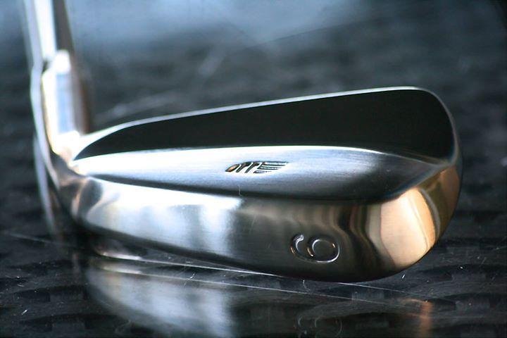 Edelmetall – Golfschläger mit perfekter Balance & Optik